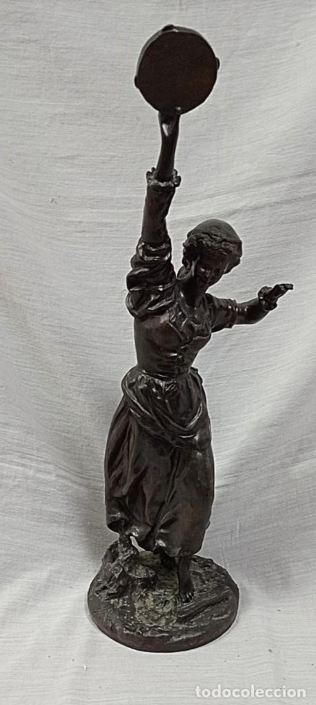 Arte: escultura en broce mujer con pandereta firmada - Foto 2 - 234924945