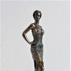 Arte: FIGURA FEMENINA MOLDEADA EN RESINA Y METALIZADA.. Lote 235264585