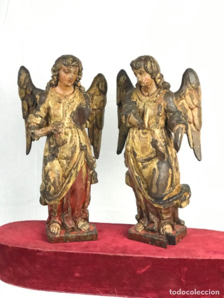 ALTA ÉPOCA PAREJA DE ÁNGELES ESCUELA ANDALUZA SG XVII TALLA MADERA CEDRO POLICROMADA (Arte - Escultura - Madera)