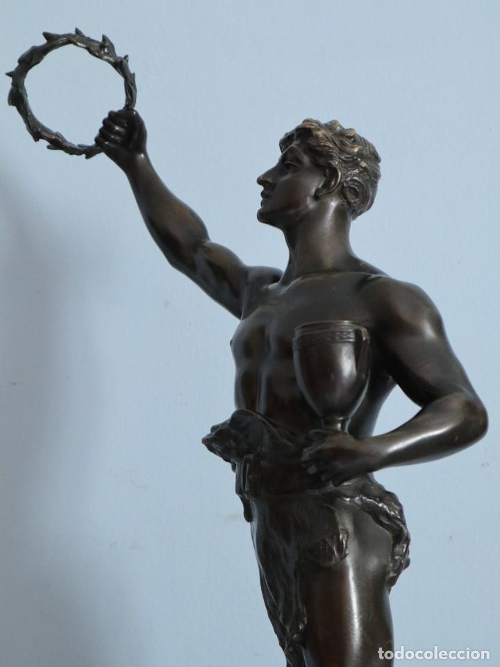 CORREDOR VICTORIOSO. CHARLES LEMOYNE (FRANCIA 1783- 1873). FIGURA DE BRONCE PATINADO. MIDE 59 CM. (Arte - Escultura - Bronce)