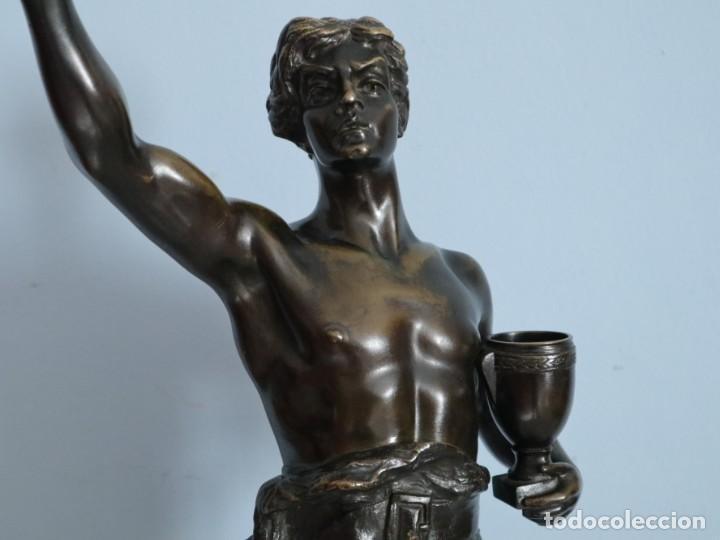 Arte: Corredor Victorioso. Charles Lemoyne (Francia 1783- 1873). Figura de bronce patinado. Mide 59 cm. - Foto 6 - 236047400