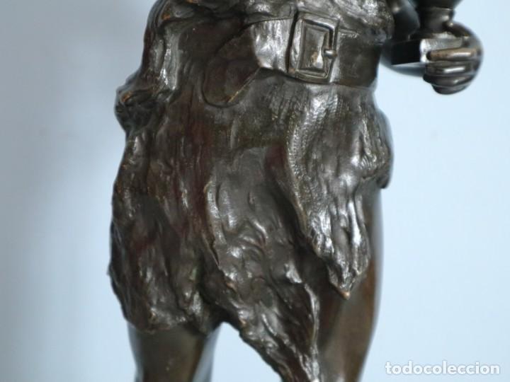 Arte: Corredor Victorioso. Charles Lemoyne (Francia 1783- 1873). Figura de bronce patinado. Mide 59 cm. - Foto 8 - 236047400