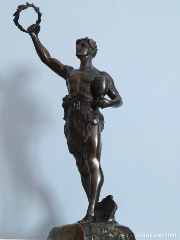 Arte: Corredor Victorioso. Charles Lemoyne (Francia 1783- 1873). Figura de bronce patinado. Mide 59 cm. - Foto 10 - 236047400