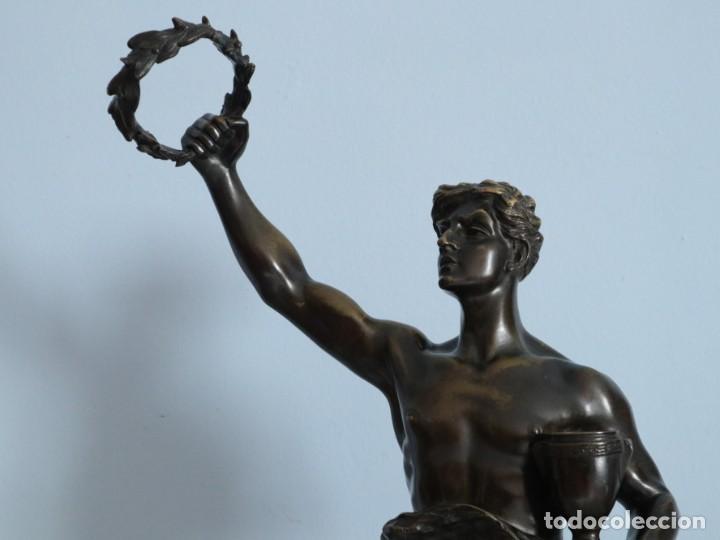 Arte: Corredor Victorioso. Charles Lemoyne (Francia 1783- 1873). Figura de bronce patinado. Mide 59 cm. - Foto 11 - 236047400