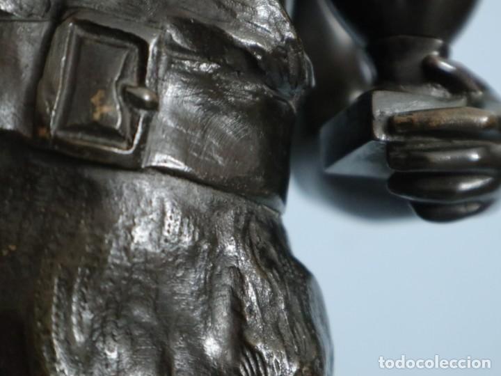 Arte: Corredor Victorioso. Charles Lemoyne (Francia 1783- 1873). Figura de bronce patinado. Mide 59 cm. - Foto 13 - 236047400