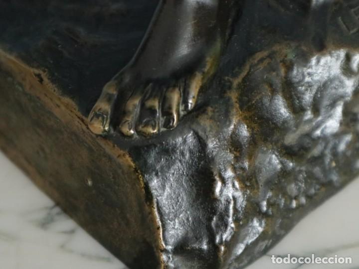 Arte: Corredor Victorioso. Charles Lemoyne (Francia 1783- 1873). Figura de bronce patinado. Mide 59 cm. - Foto 15 - 236047400
