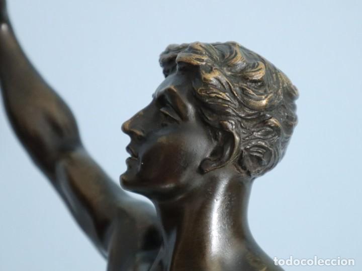 Arte: Corredor Victorioso. Charles Lemoyne (Francia 1783- 1873). Figura de bronce patinado. Mide 59 cm. - Foto 20 - 236047400