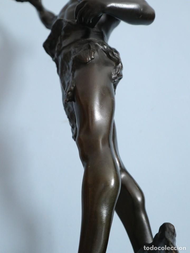 Arte: Corredor Victorioso. Charles Lemoyne (Francia 1783- 1873). Figura de bronce patinado. Mide 59 cm. - Foto 23 - 236047400