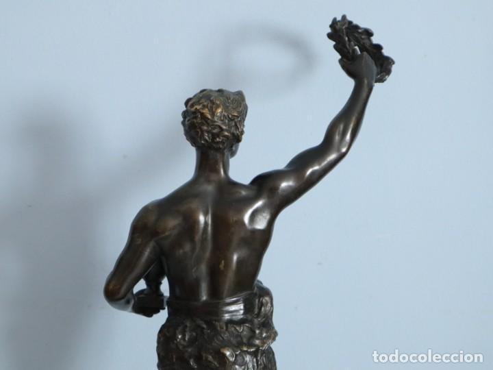 Arte: Corredor Victorioso. Charles Lemoyne (Francia 1783- 1873). Figura de bronce patinado. Mide 59 cm. - Foto 28 - 236047400