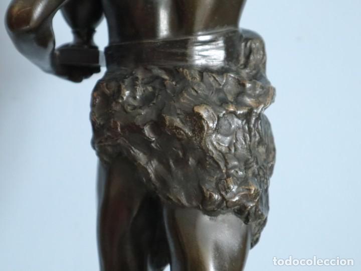 Arte: Corredor Victorioso. Charles Lemoyne (Francia 1783- 1873). Figura de bronce patinado. Mide 59 cm. - Foto 29 - 236047400