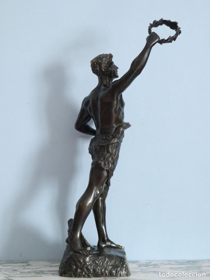 Arte: Corredor Victorioso. Charles Lemoyne (Francia 1783- 1873). Figura de bronce patinado. Mide 59 cm. - Foto 33 - 236047400