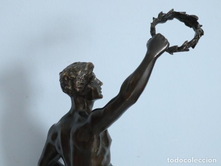 Arte: Corredor Victorioso. Charles Lemoyne (Francia 1783- 1873). Figura de bronce patinado. Mide 59 cm. - Foto 34 - 236047400