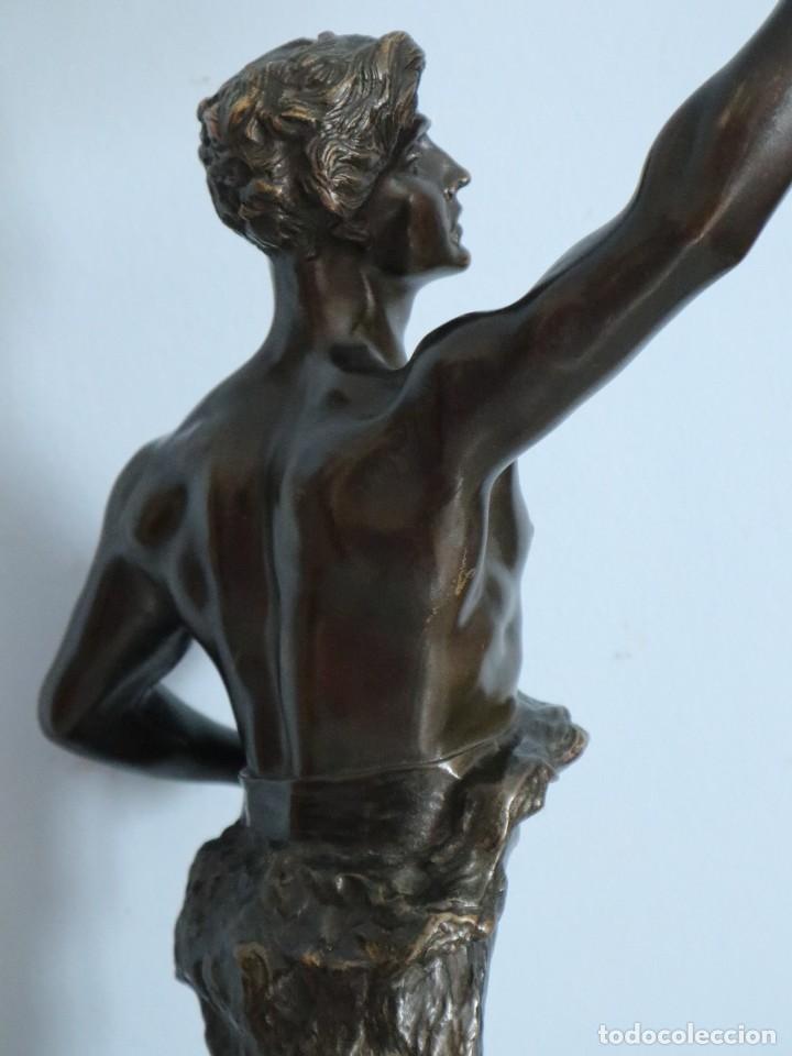 Arte: Corredor Victorioso. Charles Lemoyne (Francia 1783- 1873). Figura de bronce patinado. Mide 59 cm. - Foto 35 - 236047400
