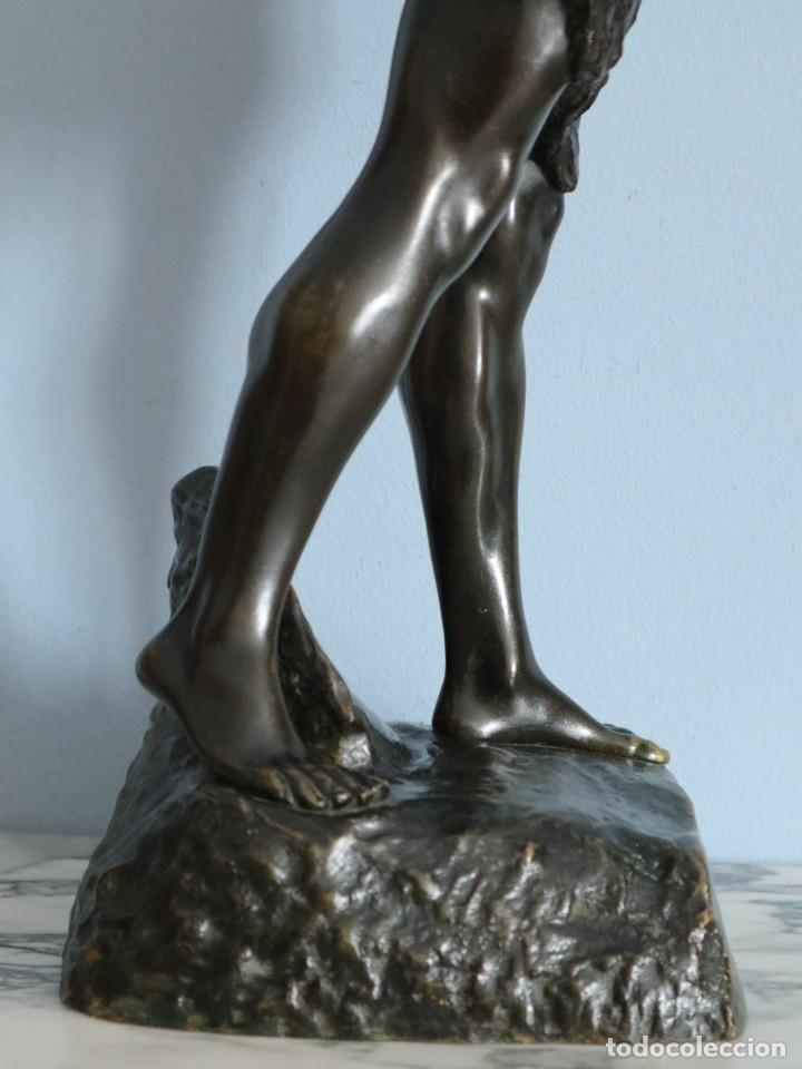 Arte: Corredor Victorioso. Charles Lemoyne (Francia 1783- 1873). Figura de bronce patinado. Mide 59 cm. - Foto 36 - 236047400
