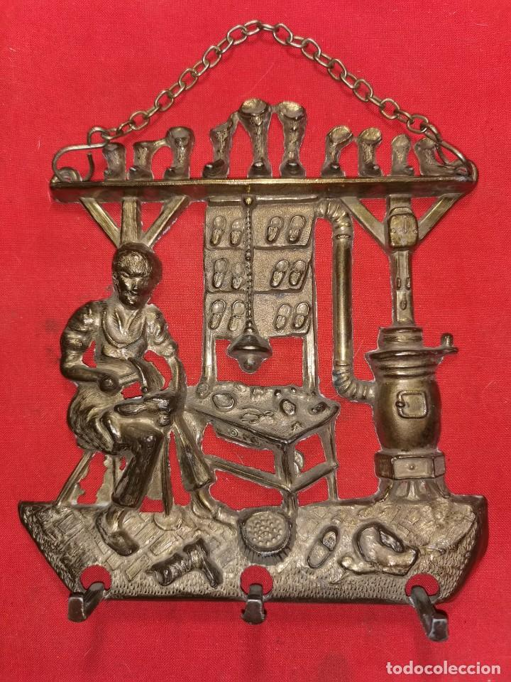 COLGADOR DE BRONCE. ZAPATERÍA, AÑOS 50 - 60 (Arte - Escultura - Bronce)