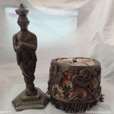 Arte: LAMPARA SOBREMESA EN BRONCE CON PANTALLA DE BRONCE Y PERGAMINO. AÑOS 20.. Lote 236884425
