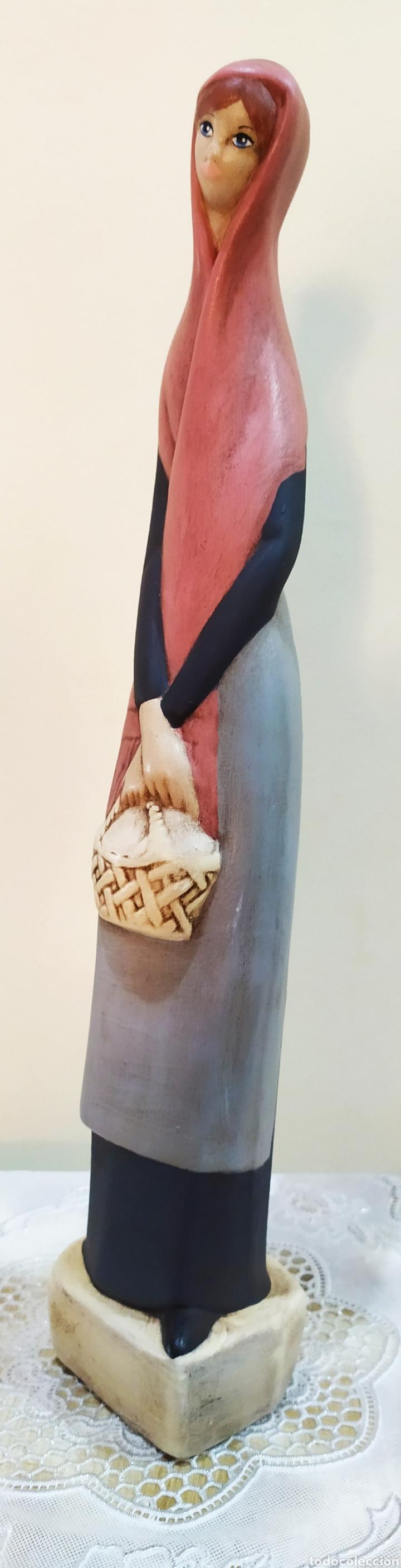 Arte: Figura antigua de porcelana fina en mate, mujer con velo y cesta. - Foto 3 - 237903160
