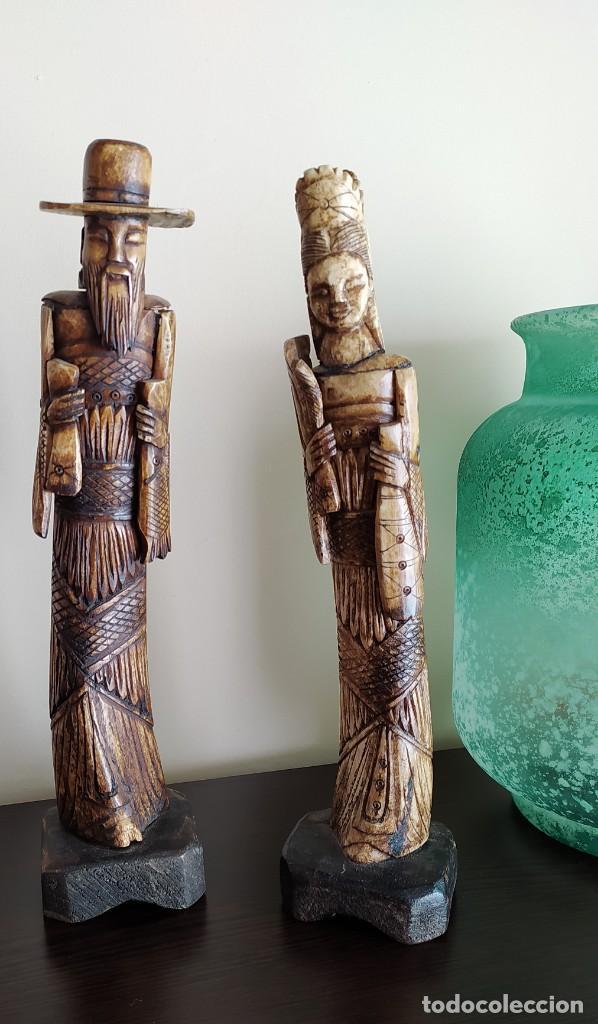 DOS FIGURAS ANTIGUAS DE HUESO DE BALI (INDONESIA) (Arte - Escultura - Hueso)