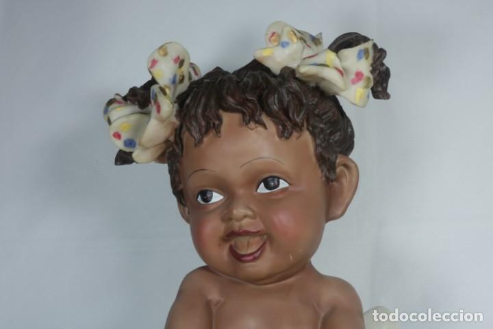 Arte: Adorable Pareja de niños de resina - Niña sonriendo y niño llorando - Piezas únicas y antiguas - Foto 3 - 238281615