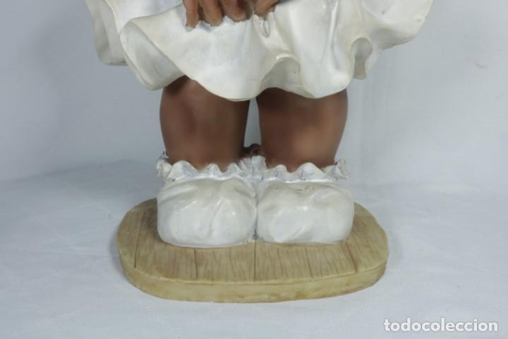 Arte: Adorable Pareja de niños de resina - Niña sonriendo y niño llorando - Piezas únicas y antiguas - Foto 5 - 238281615