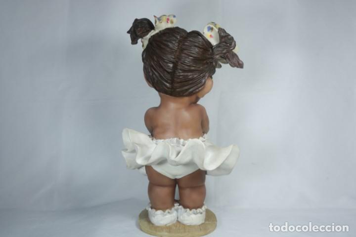 Arte: Adorable Pareja de niños de resina - Niña sonriendo y niño llorando - Piezas únicas y antiguas - Foto 6 - 238281615