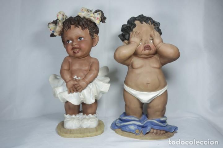 Arte: Adorable Pareja de niños de resina - Niña sonriendo y niño llorando - Piezas únicas y antiguas - Foto 10 - 238281615
