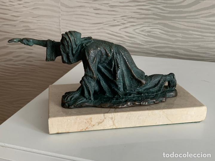 PENITENTE MINERO. ESCULTURA DE BRONCE Y MÁRMOL. 23X10 CM (Arte - Escultura - Hierro)