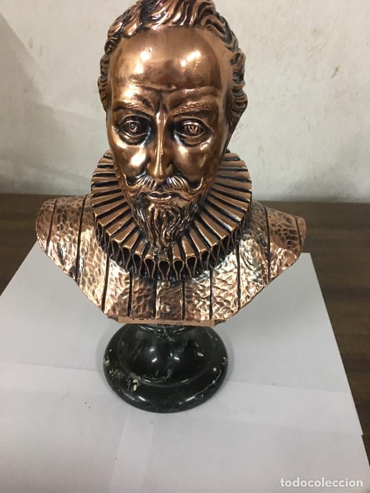 FIGURA DE CERVANTES EN BRONCE Y PEANA DE MÁRMOL (Arte - Escultura - Bronce)