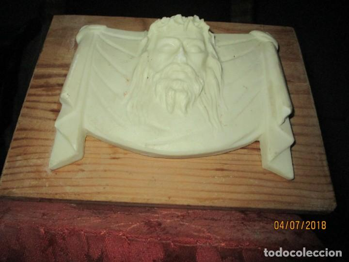 ESCULTURA DE MARMOL CRISTO SANTA FAZ EN PEANA DE MADERA (Arte - Escultura - Alabastro)
