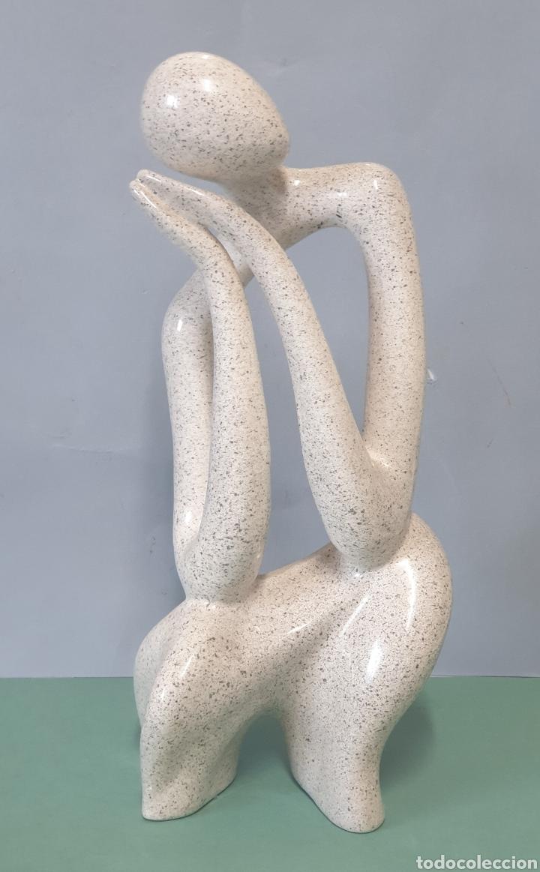 ESCULTURA ABSTRACTA DE CERÁMICA MANISES FIRMADA CHZ (Arte - Escultura - Porcelana)