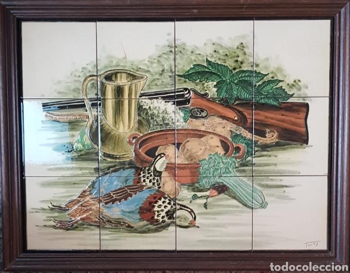 CUADRO DE PINTURA EN CERÁMICA ESCENA DE CAZA, BODEGON 12 AZULEJOS 15×15CM, FIRMADO, TORRES. (Arte - Escultura - Porcelana)