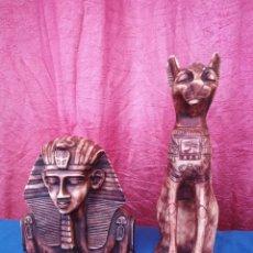 Arte: FIGURA BASTET EGIPCIO DE GATOS DE RESINA MARRÓN VINTAGE MÁS FIGURA DE ESFINGE. Lote 246538620