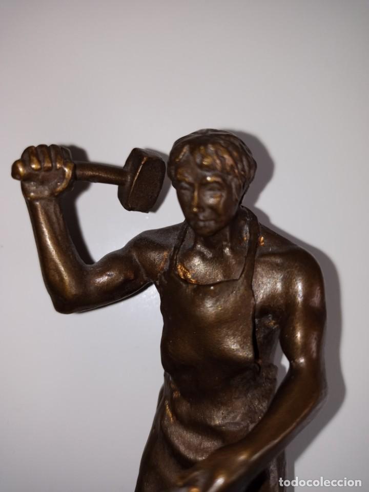 Arte: Escultura en bronce firmada S. Carrasco que representa un herrero trabajando sobre un yunque - Foto 6 - 254157755