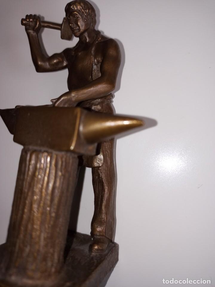 Arte: Escultura en bronce firmada S. Carrasco que representa un herrero trabajando sobre un yunque - Foto 8 - 254157755