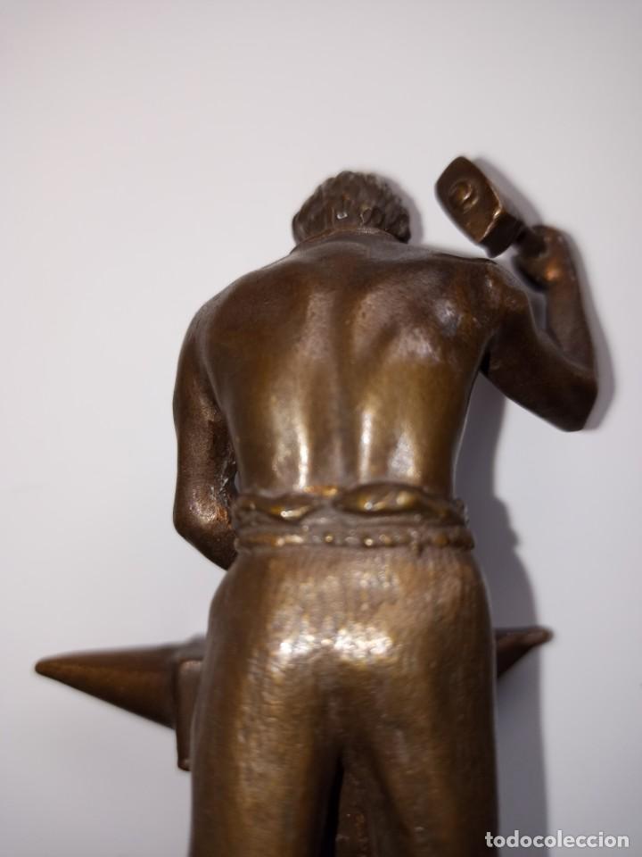 Arte: Escultura en bronce firmada S. Carrasco que representa un herrero trabajando sobre un yunque - Foto 10 - 254157755