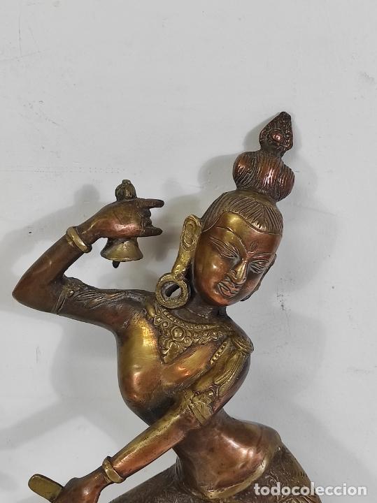 Arte: Devi (Shakti) Danzando - Escultura en Bronce Cincelado - Altura 40 cm - Peso 2,5 Kg - Foto 4 - 254858920