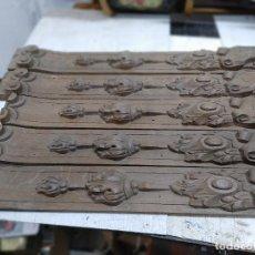 Arte: LOTE 5 TABLAS TALLADAS PARA MUEBLES RETABLO COLUMNAS 59 CM EN MADERA DE CASTAÑO. Lote 255941395