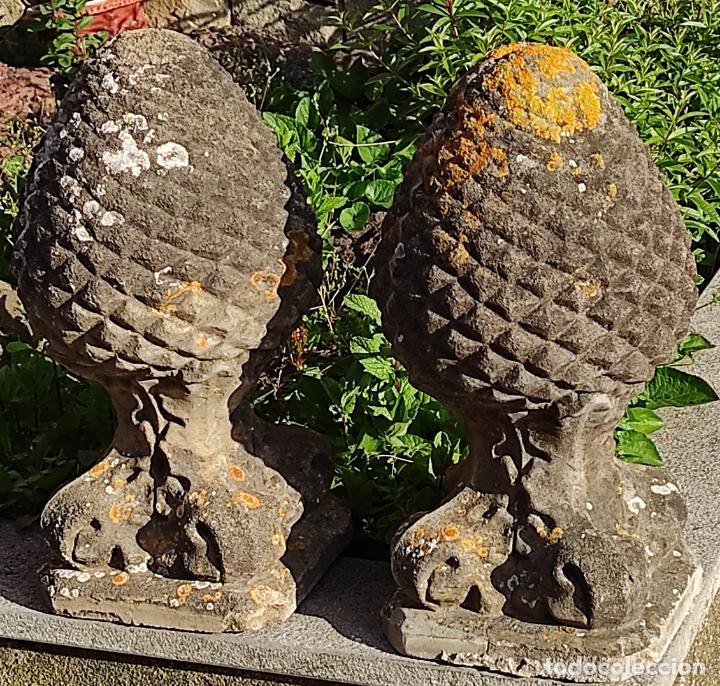 ANTIGUA DECORACIÓN DE ENTRADA PARA PILARES, JARDÍN - PAREJA DE PIÑAS - FINALES S. XIX (Arte - Escultura - Piedra)