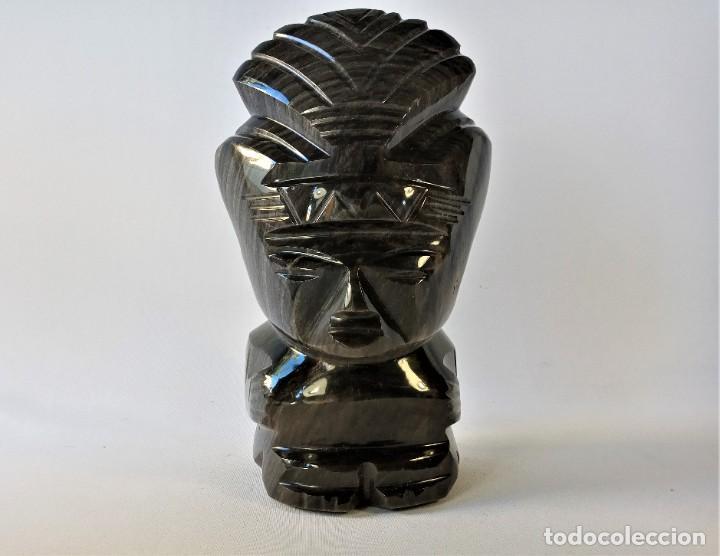 ANTIGUA Y MAGNÍFICA ESCULTURA DE UN IDOLO MEJICANO EN OBSIDIANA, 23 CM.ALTURA. (Arte - Escultura - Piedra)