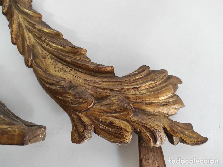 Arte: Precioso Remate Carlos IV - Talla de Madera Dorada en pan de Oro - Principios S. XIX - Foto 4 - 259773990