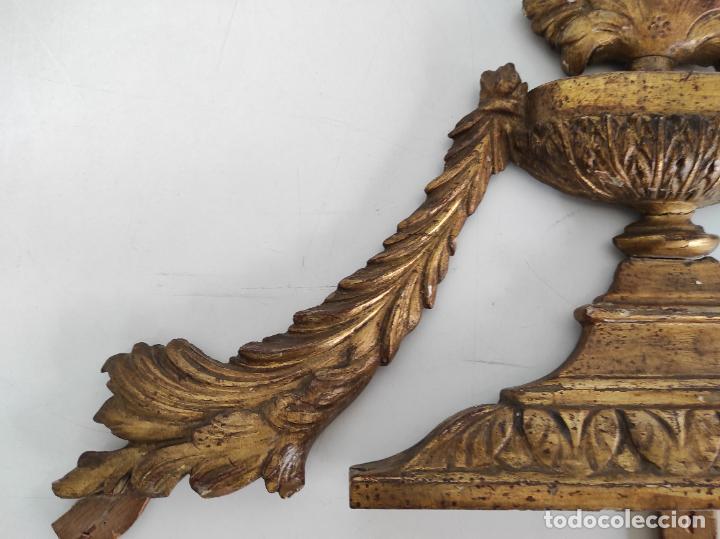 Arte: Precioso Remate Carlos IV - Talla de Madera Dorada en pan de Oro - Principios S. XIX - Foto 5 - 259773990
