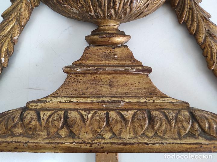 Arte: Precioso Remate Carlos IV - Talla de Madera Dorada en pan de Oro - Principios S. XIX - Foto 7 - 259773990