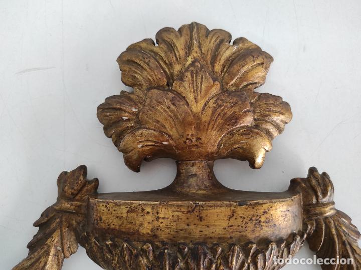 Arte: Precioso Remate Carlos IV - Talla de Madera Dorada en pan de Oro - Principios S. XIX - Foto 10 - 259773990