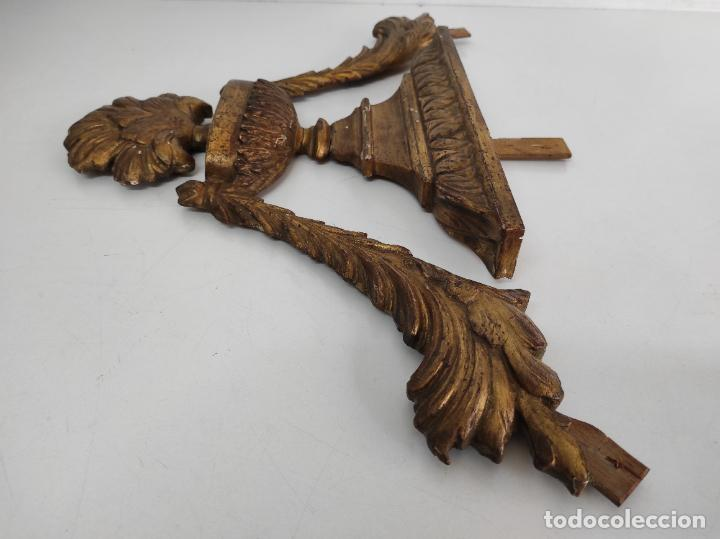 Arte: Precioso Remate Carlos IV - Talla de Madera Dorada en pan de Oro - Principios S. XIX - Foto 11 - 259773990