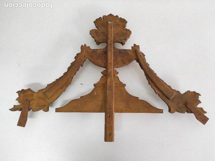 Arte: Precioso Remate Carlos IV - Talla de Madera Dorada en pan de Oro - Principios S. XIX - Foto 14 - 259773990