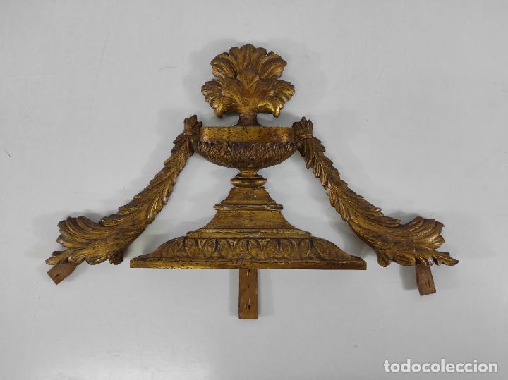 Arte: Precioso Remate Carlos IV - Talla de Madera Dorada en pan de Oro - Principios S. XIX - Foto 17 - 259773990