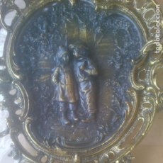 Arte: EXCELENTE PLATO BANDEJA COLGAR BRONCE. Lote 260268180