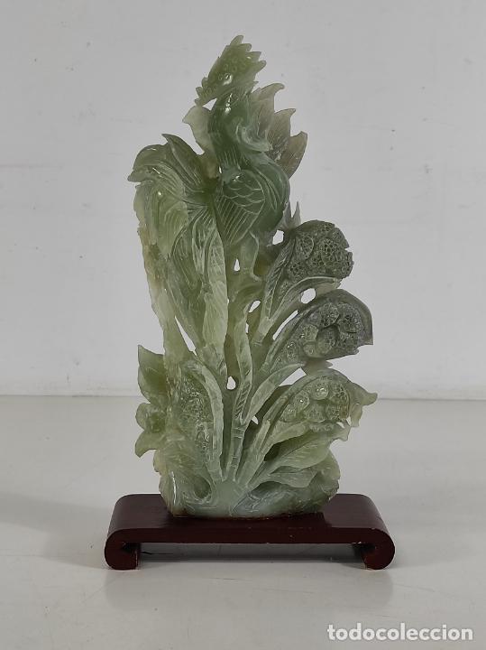 BONITA ESCULTURA - TALLA EN JADE - PEANA DE MADERA - ALTURA - 36 CM (Arte - Escultura - Piedra)
