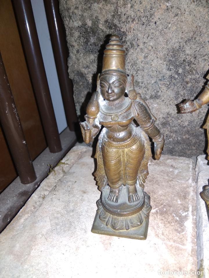Arte: Antiguas figuras de bronce asiáticas, muy bonitas. Vitrina central. - Foto 5 - 262371885