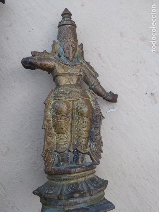 Arte: Antiguas figuras de bronce asiáticas, muy bonitas. Vitrina central. - Foto 9 - 262371885